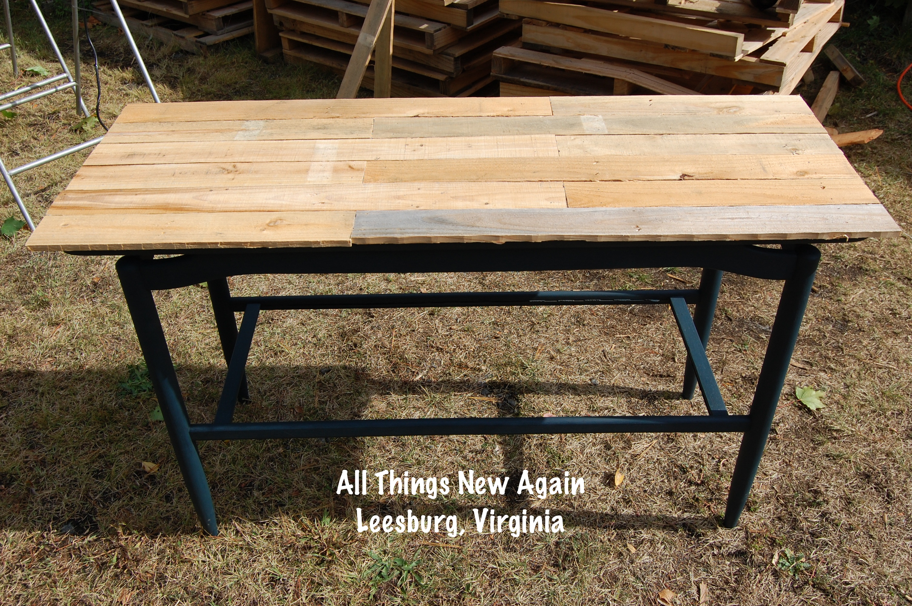 Diy wood pallet tabletop all things new again - How to make table out of wood pallets ...