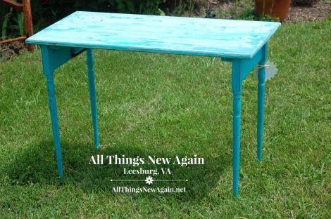 RMP aqua table w folding legs