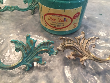 Painted Furniture | French Provincial Dresser | Dixie Belle Paint | chalk mineral paint | Mermaid Tail | teal painted furniture | hardware | drawer pulls